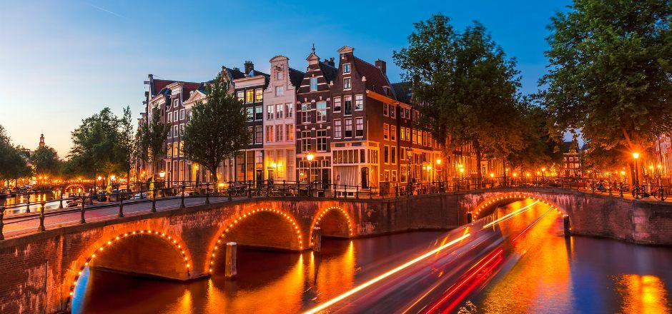 جسر ماجيري بروغ في امستردام